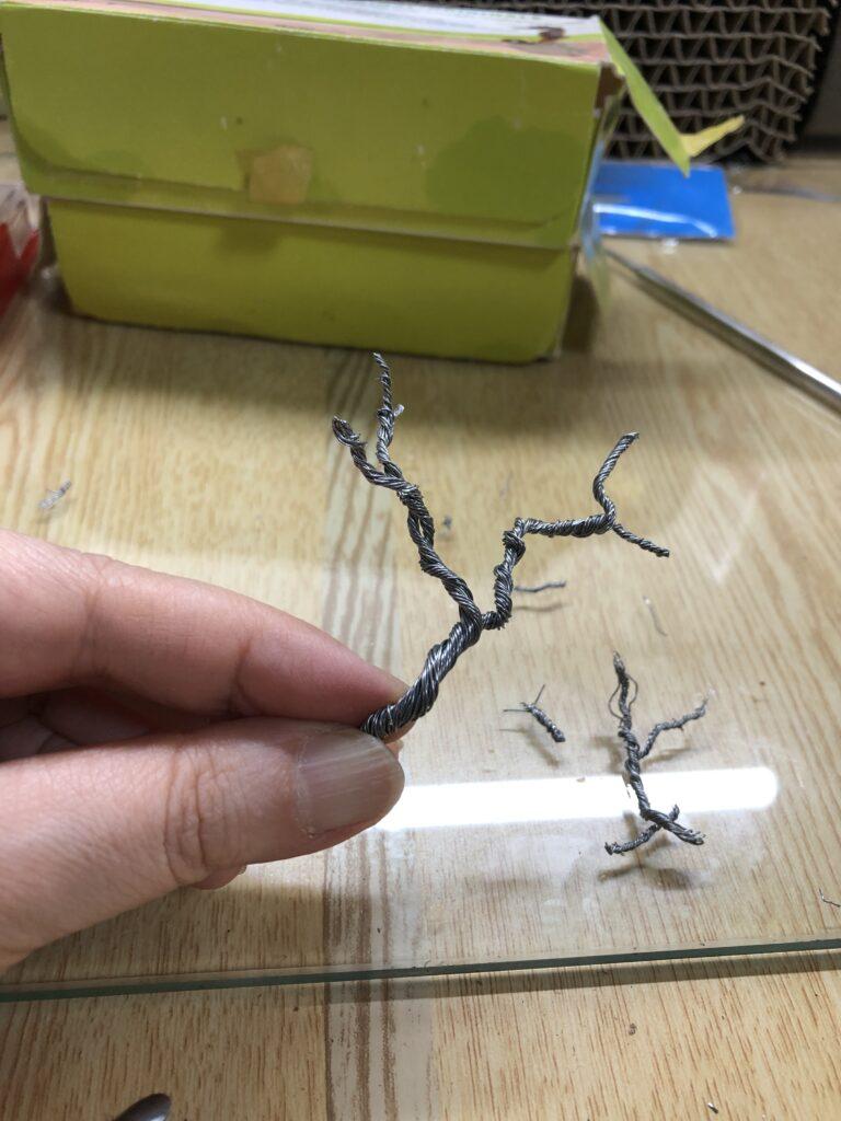 針金で作った枝